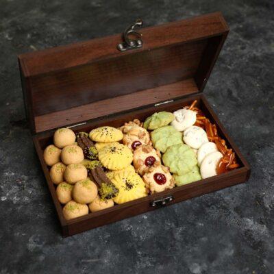 شیرینی نوروز با جعبه چوبی